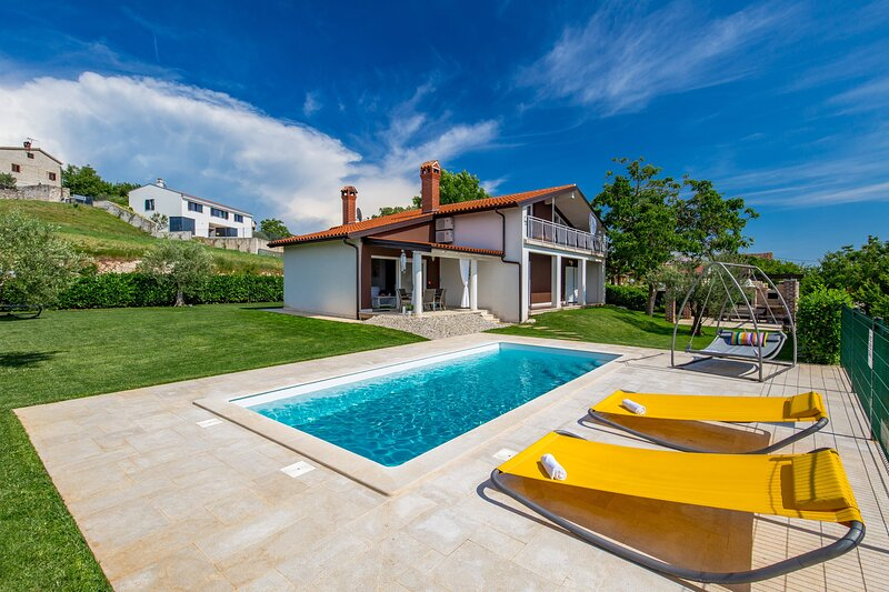 Holiday Home Cherry Hill with Pool, holiday rental in Bacva