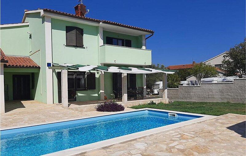 Nice home in Liznjan with WiFi and 4 Bedrooms (CIZ263), alquiler de vacaciones en Liznjan