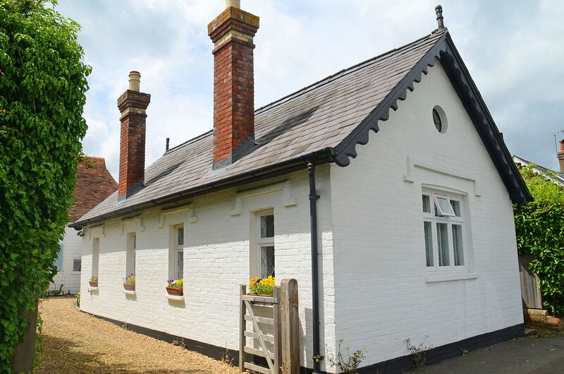 The Reading Rooms, holiday rental in Fittleworth
