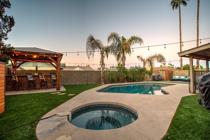 Cornell NEW-RELAXING LUXURY HOME WITH POOL TABLE & HOT TUB, alquiler de vacaciones en Tempe