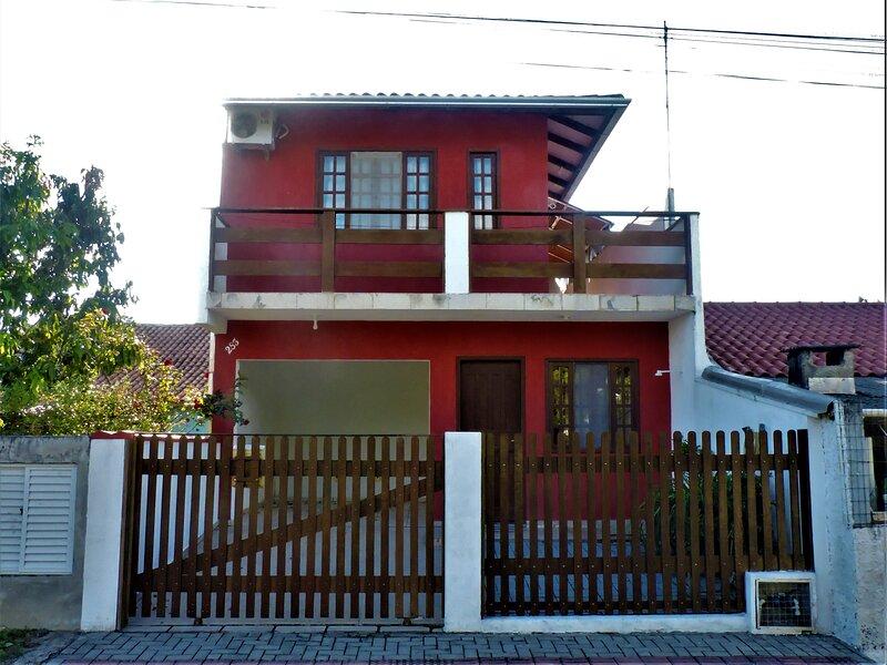 Casa para aluguel em temporada, Bombas - Bombinhas, holiday rental in Bombinhas