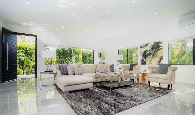 Oasis 5 bed/4 bath, heated pool & spa, alquiler de vacaciones en West Hollywood