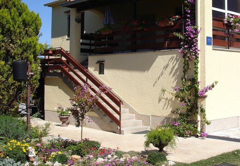Dvor - 20 m from beach: A1(4+1) - Turanj, holiday rental in Turanj