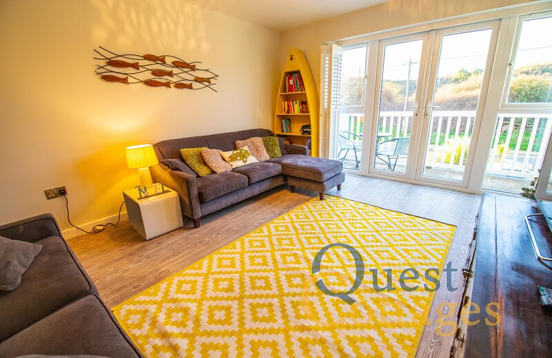 Sandunes House - 3 bedroom cosy beach house - Camber Sands - Private Parking, holiday rental in Rye