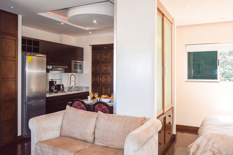 Quick access to downtown Monterrey and San Pedro. Comfortable and fully equipped, aluguéis de temporada em Monterrey