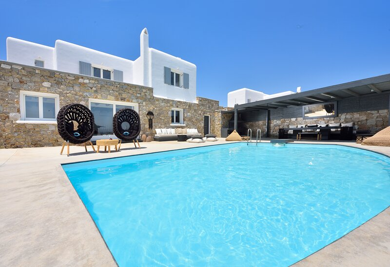 Tohu villa mykonos 1. 5BR With private pool and hot tub!, holiday rental in Ornos