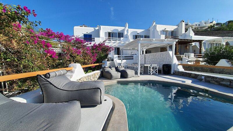 9 Muses Villa Melpomeni , 3BR With private plunge pool, aluguéis de temporada em Ornos