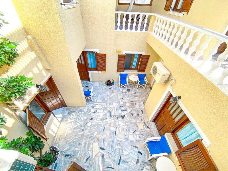 Contemporary Triple Room, holiday rental in Perissa