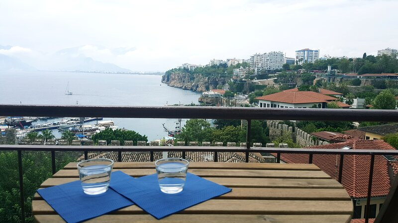 Simple sea-view flat in lovely old town – semesterbostad i Antalya