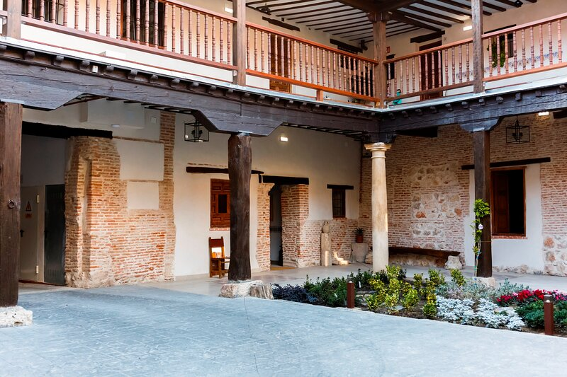 LA CASONA DEL ASNO, holiday rental in Cobena