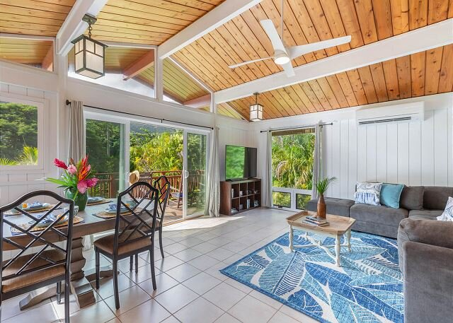 Tropical paradise!  Mountain Views, walk to the beach, with A/C. TVNC#1017, holiday rental in Hanalei