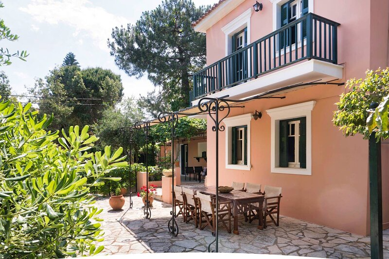 Ampelopsis Holiday Home - 40m from the beach!, holiday rental in Killinis