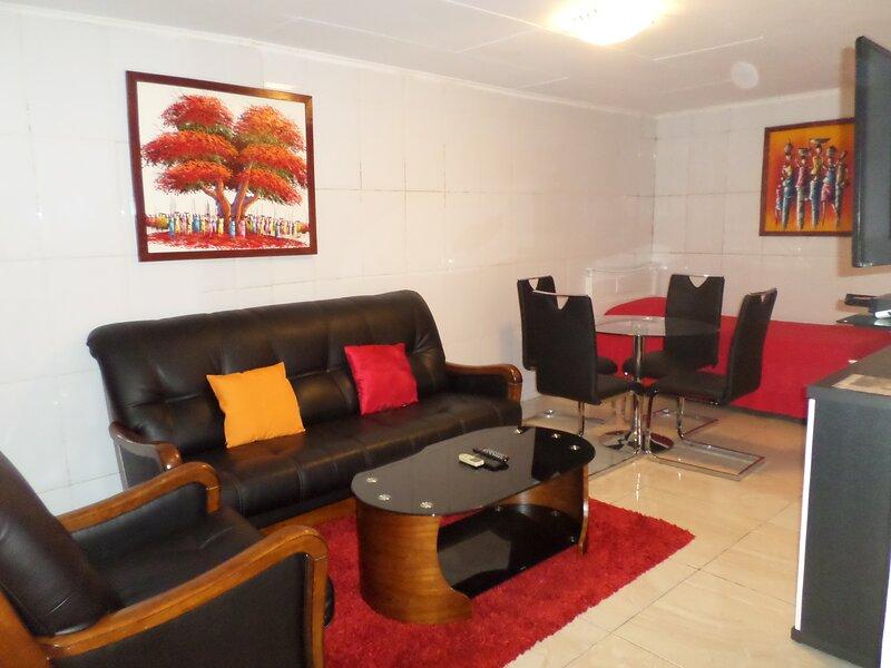 Modern & cosy 1 BDR. house with optical fiber, near: Airport, restaurants, shops, location de vacances à Libreville