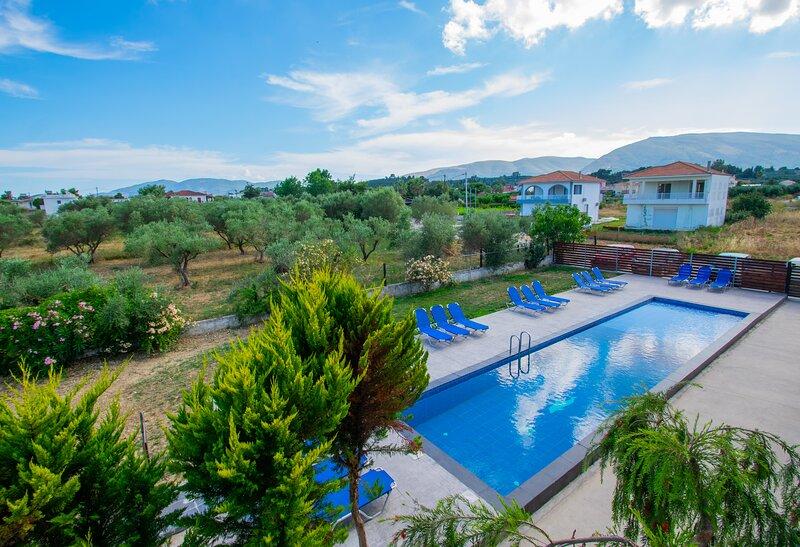 Brunswick pool view unit 9, location de vacances à Pefkakia