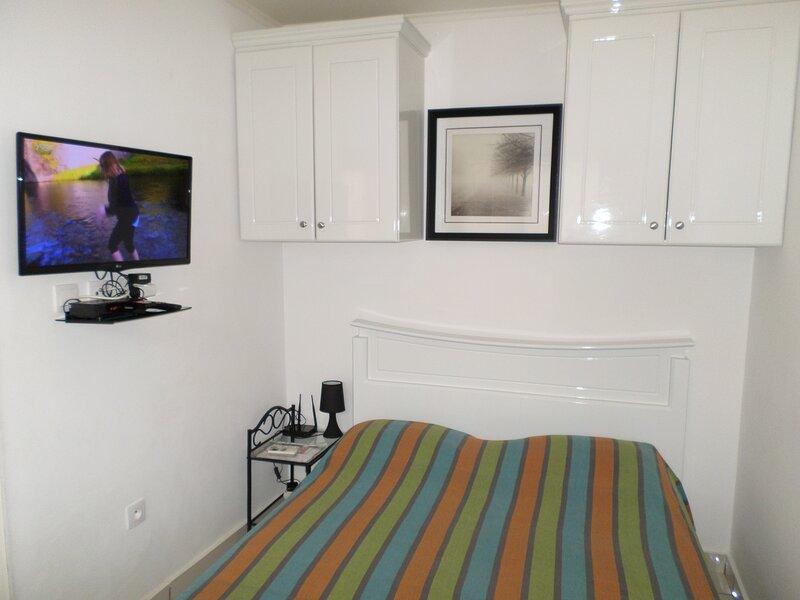 Modern & comfy studio with optical fiber, near: Airport, restaurants and shops, location de vacances à Libreville