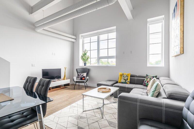 Simply Comfort.DISINFECTED 2BR 2Storey Designed Loft Free Parking, Ferienwohnung in Dundas