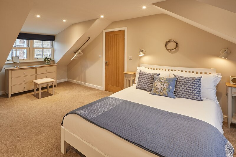 Columbo Cottage, holiday rental in Whitby