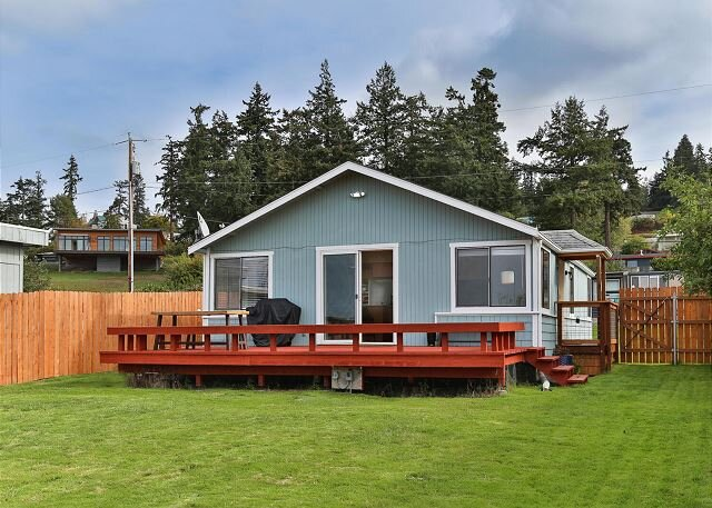 Whidbey Island Beach Cabin | 2 Minute Walk to the Water!, holiday rental in Freeland