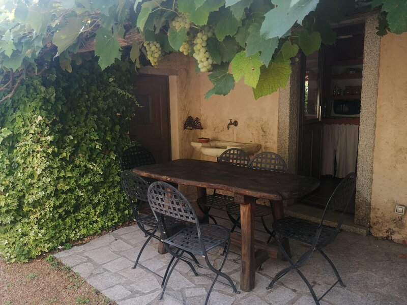 Impeccable 6-Bed Villa in Luogosanto, holiday rental in Tempio Pausania