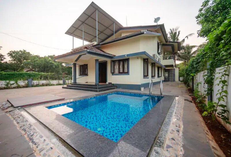 Casa Siolim - Luxury 4BHK Villa with a Pool in Goa, holiday rental in Sawantwadi