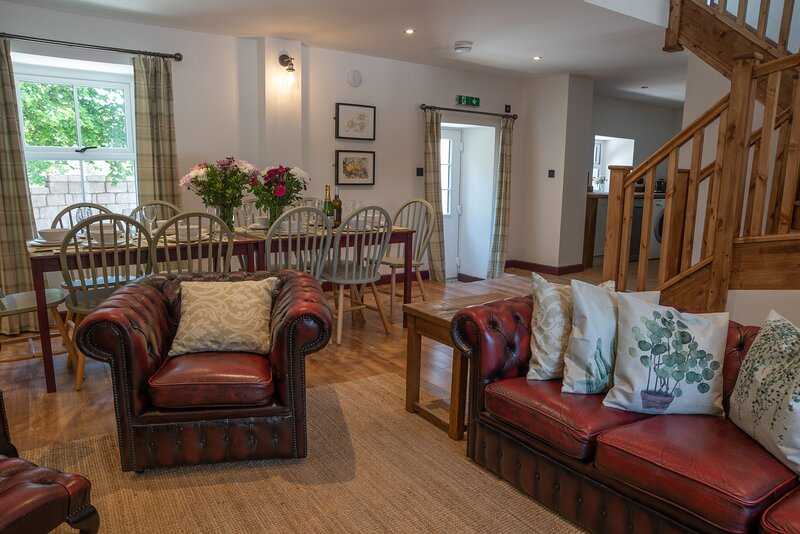 Large, 2 bedroom, Pet-friendly Country Cottage with log burner, holiday rental in Carsington