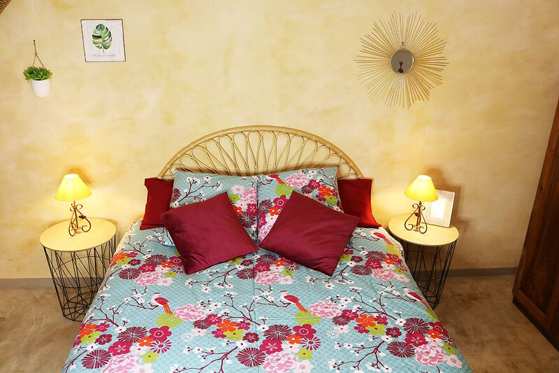 Gite Greoux Les Bains -Gite Magnolia, holiday rental in Ginasservis