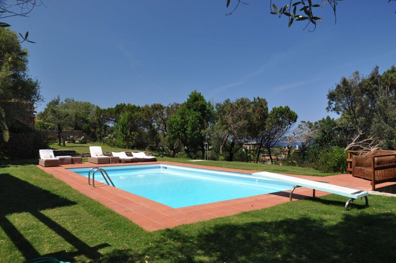 Villa Lella, Sea View, Swimming Pool and Jacuzzi, holiday rental in Porto Rotondo