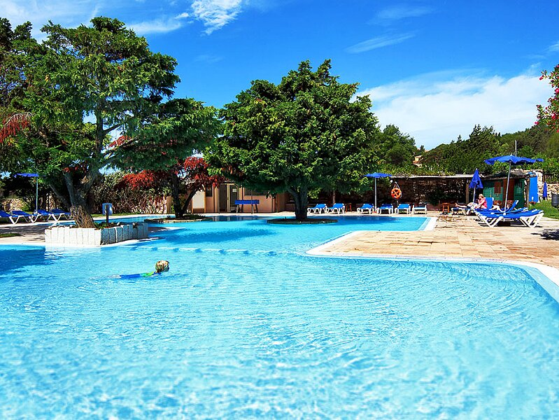 Villa Cervo Marina 3B, with shared Swimming Pool, holiday rental in Liscia di Vacca