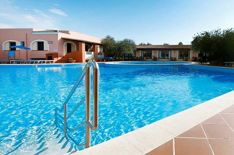 Apt. Alba 1B, with Condominium Swimming Pool, alquiler vacacional en Cala Liberotto