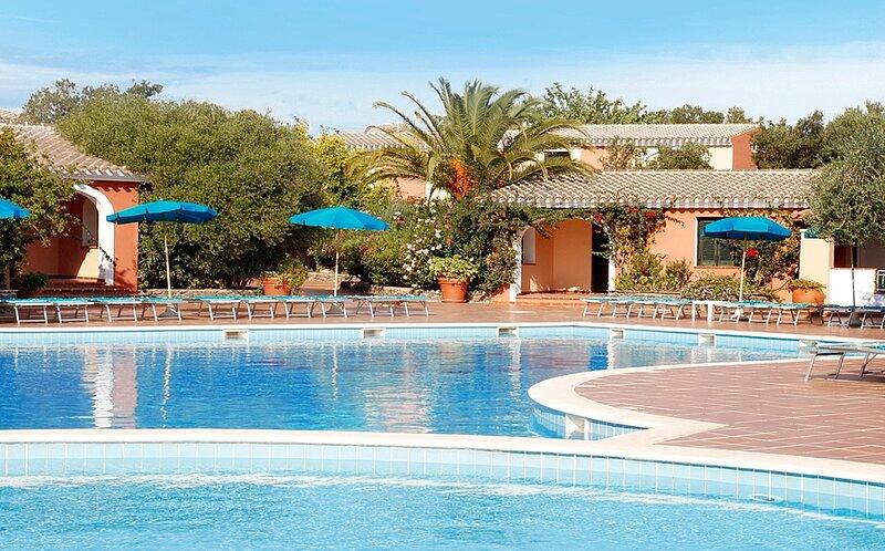 Apt. Alba 1D, with Condominium Swimming Pool, alquiler vacacional en Cala Liberotto