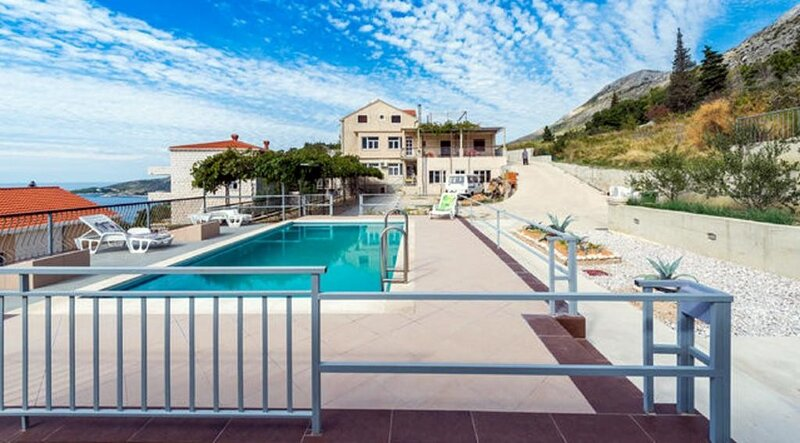 Apartments Klis - Three-Bedroom Apartment with Terrace, holiday rental in Soline