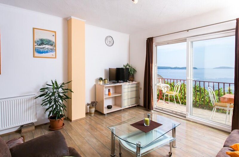 Guest House Fontana - Two Bedroom Apartment with Balcony and Sea View, holiday rental in Soline