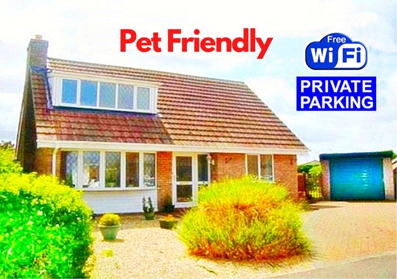 Fabulous Pet Friendly Holiday Cottage near Beach & Skegness - Free Parking !, location de vacances à Helsey