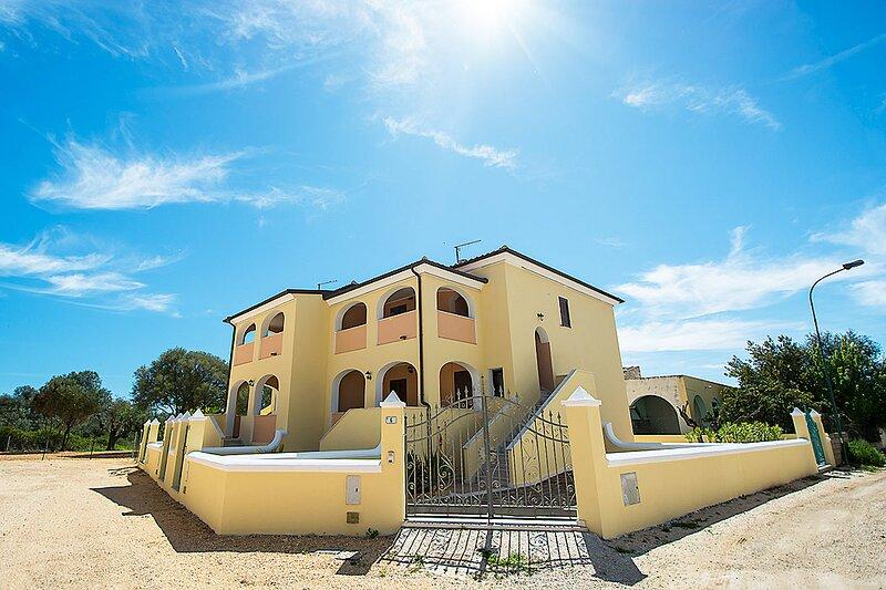 Apt. Orosei 3A, with shared Swimming Pool, holiday rental in Marina di Orosei