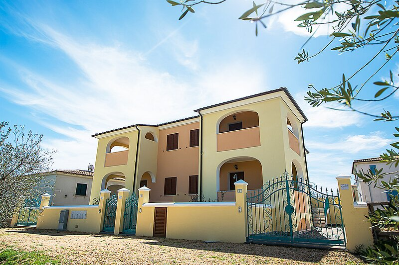 Apt. Orosei 2B, with shared Swimming Pool, holiday rental in Marina di Orosei