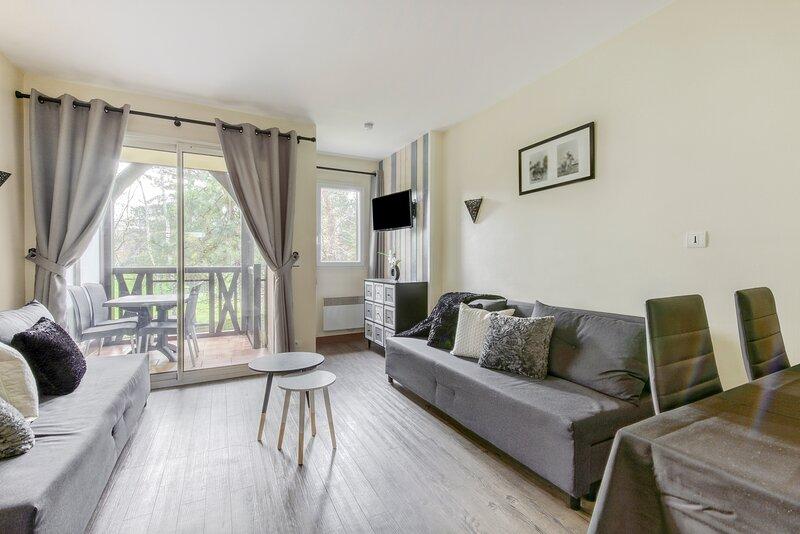 Birdie - Appartement avec piscine - plage Deauville à 2 km, holiday rental in Saint-Arnoult