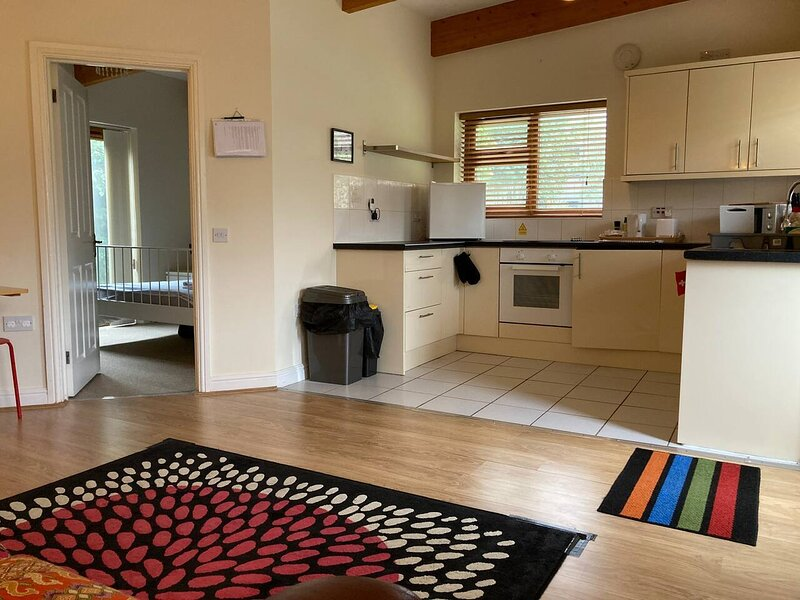 CV22 5AA Ground Floor 1-Bed Flat in Rugby, holiday rental in Rugby