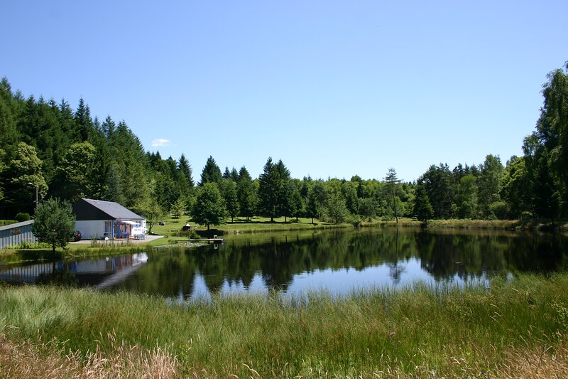 Un Paradis perdu et son étang de pêche privatif, holiday rental in Gros-Chastang