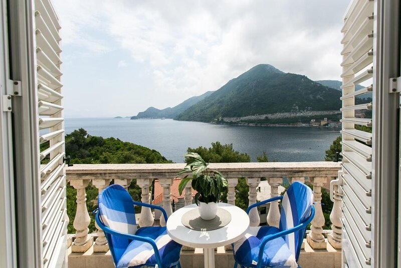 Apartments Laura Mljet - Comfort One Bedroom Apartment with Balcony and Sea View, casa vacanza a Mljet National Park