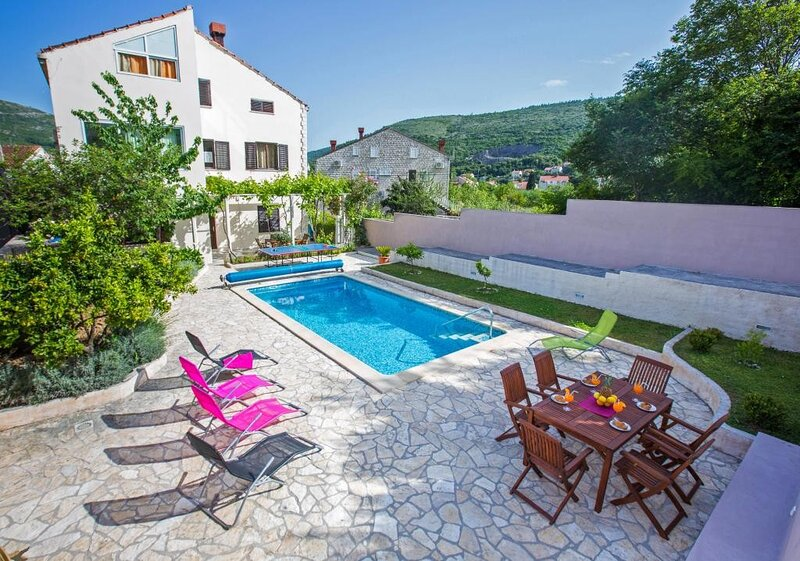 Villa Roza - Studio Apartment with Balcony, holiday rental in Prijevor
