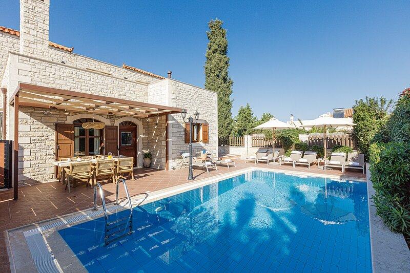 Villa Elia-Family villa with private pool, alquiler vacacional en Rethymnon