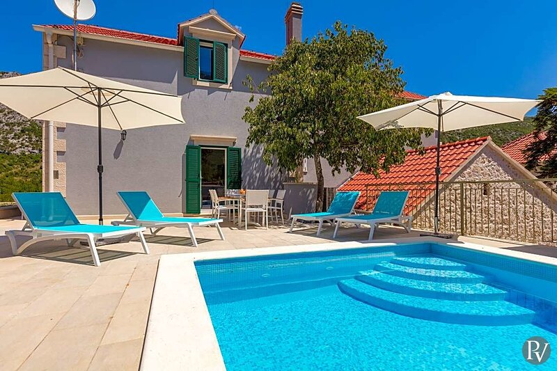 Zupa Villa Sleeps 8 with Pool and Air Con - 5875598, holiday rental in Velim