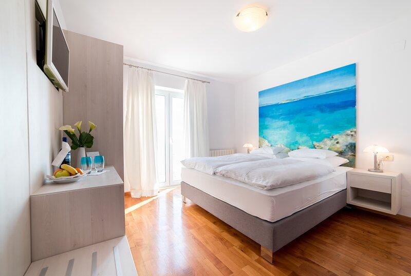 Rooms Raic - Double Room - No.2, holiday rental in Sumet