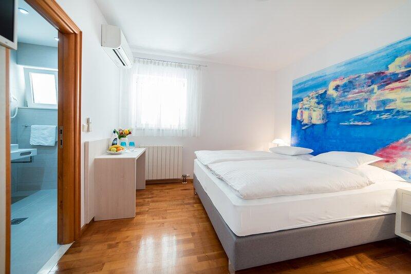 Rooms Raic - Double Room - No.3, holiday rental in Sumet