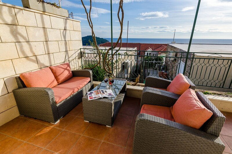 Apartments Isabora - Two-Bedroom Apartment with Terrace and Sea View, holiday rental in Sumet