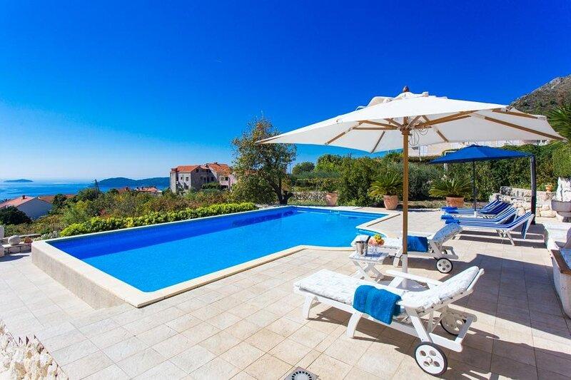 Villa Zeus - Three-Bedroom Villa with Private Pool, holiday rental in Orasac