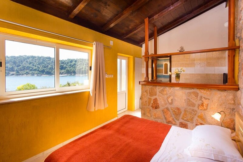 Guest House Simunovic - Studio Apartment with Terrace, alquiler de vacaciones en Sudurad