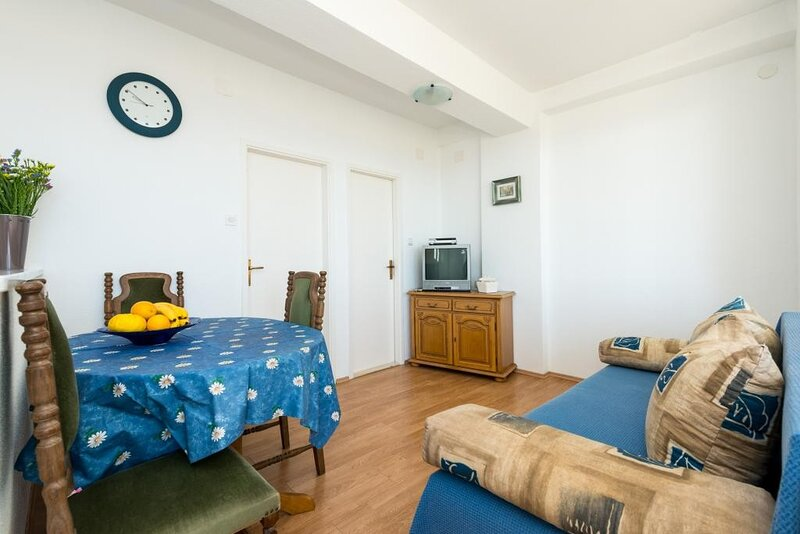 Guesthouse Home Sweet Home - Standard One-Bedroom Apartment with Balcony, holiday rental in Sumet