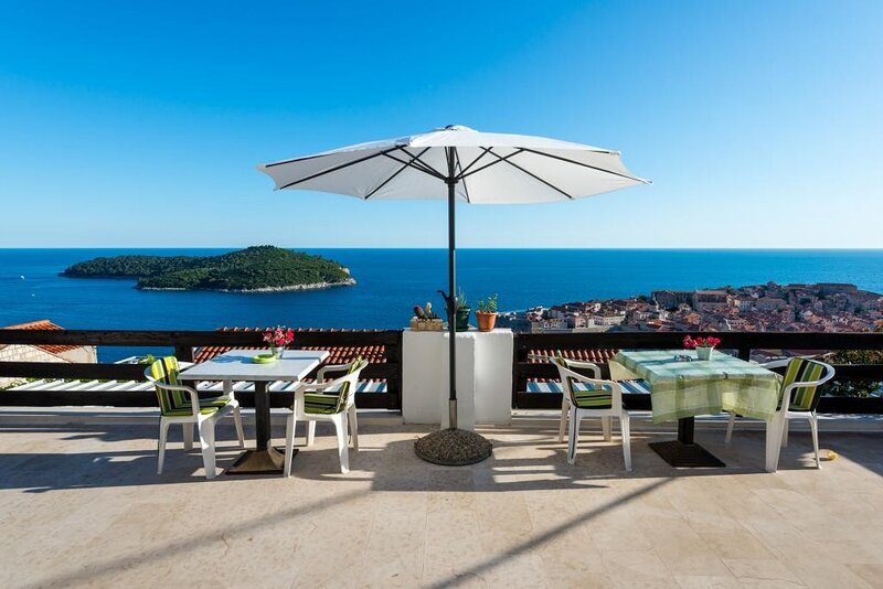 Guesthouse Home Sweet Home- Superior Studio with Balcony and Sea View, holiday rental in Sumet