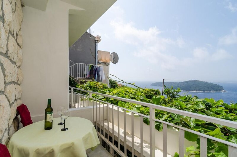 Guesthouse Home Sweet Home - Studio with Balcony and Sea View, holiday rental in Cazma